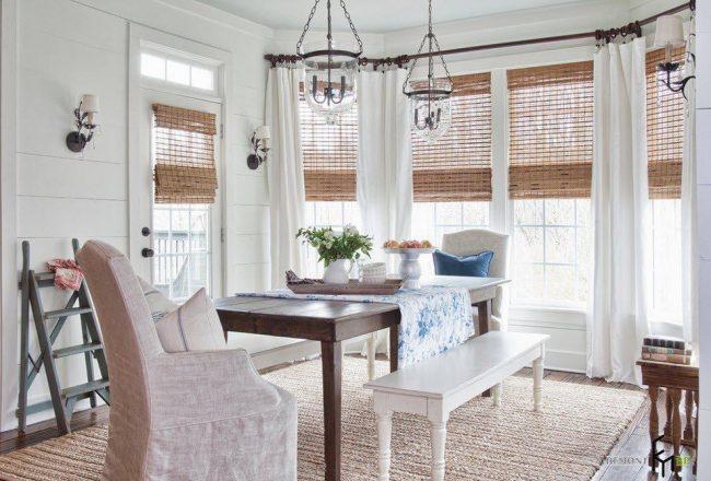 Бамбуковые шторы в интерьере обеденной комнаты