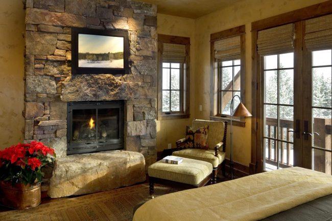 Бамбуковые шторы в интерьере эко-стиля: гармоничное сочетание с каменной отделкой стен