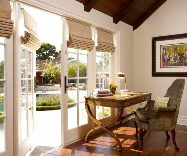 Бамбуковые шторы на дверях во внутренний двор