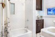 Фото 7 Белая мозаика в ванной комнате: 80+ интерьерных воплощений цветового пуризма и чистоты