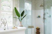 Фото 18 Белая мозаика в ванной комнате: 80+ интерьерных воплощений цветового пуризма и чистоты