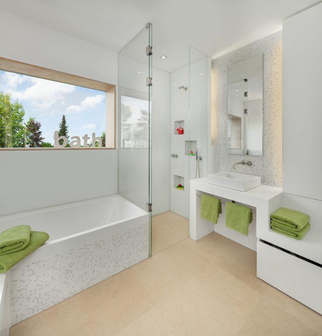 Керамическая мозаика для ванной комнаты в светлых тонах