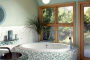 Фото 25 Белая мозаика в ванной комнате: 80+ интерьерных воплощений цветового пуризма и чистоты
