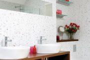 Фото 34 Белая мозаика в ванной комнате: 80+ интерьерных воплощений цветового пуризма и чистоты