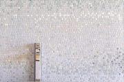 Фото 40 Белая мозаика в ванной комнате: 80+ интерьерных воплощений цветового пуризма и чистоты