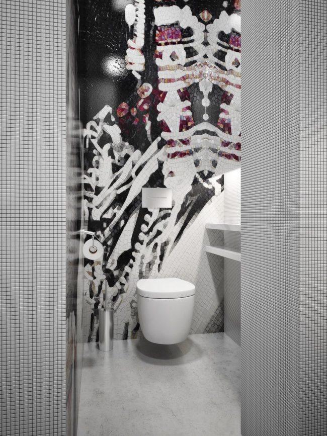 Зонирование в ванной комнате с помощью рисунка мозаикой контрастных оттенков