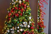 Фото 24 Как украсить елку на Новый год 2019: обзор лучших трендов праздничного декора и идеи своими руками