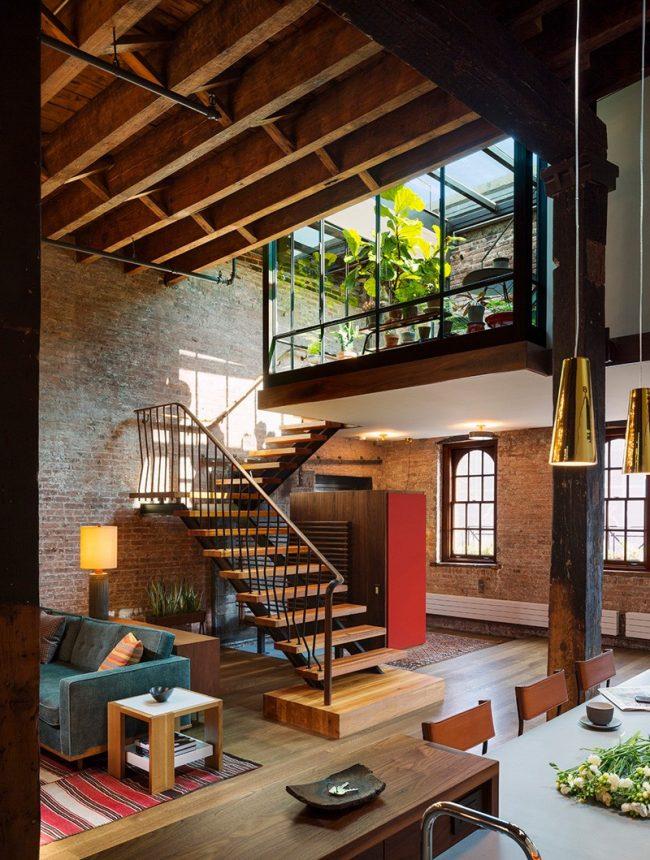 Двухэтажные апартаменты с зимним садом и стеклянным потолком