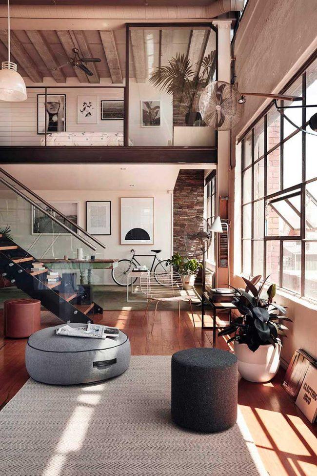 Просторная квартира в два этажа в стиле лофт