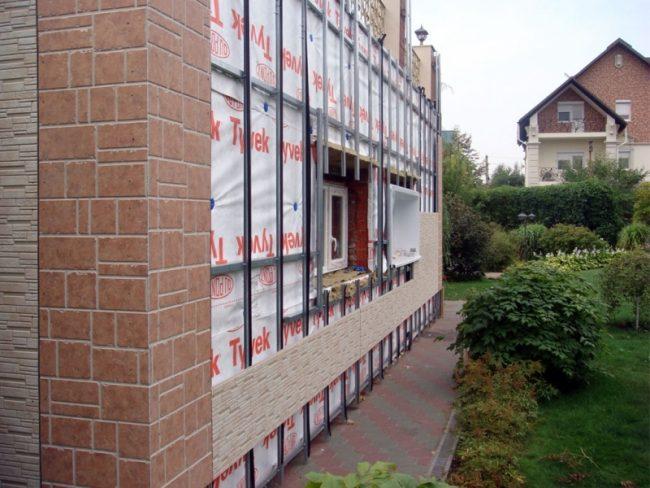Пример обшивки утепленного каркаса фасада фиброцементными плитами