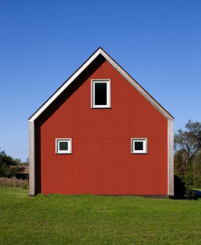 Яркий эксклюзивный фасад из фиброцементных плит прямоугольной формы