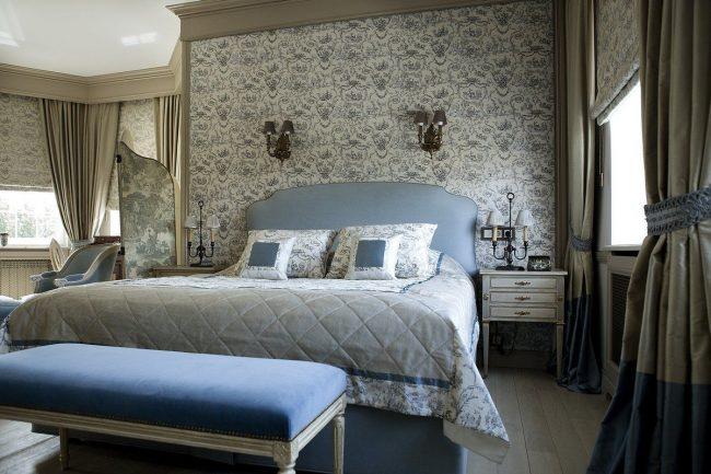 Обои с романтическими узорами станут украшением спальни французского стиля