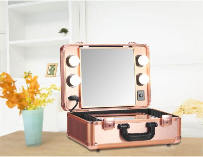 Чемодан - косметичка со встроенным небольшим гримерным зеркалом
