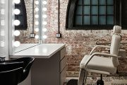 Фото 1 Гримерное зеркало с лампочками: 75 элегантных идей для гардеробной, спальни и ванной