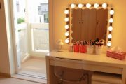 Фото 6 Гримерное зеркало с лампочками: 75 элегантных идей для гардеробной, спальни и ванной