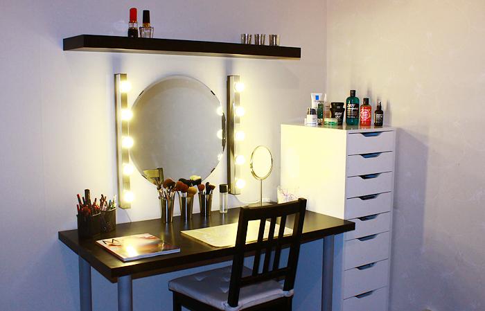 Как сделать гримерное зеркало с лампочками своими руками