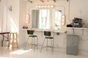 Фото 16 Гримерное зеркало с лампочками: 75 элегантных идей для гардеробной, спальни и ванной
