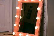 Фото 22 Гримерное зеркало с лампочками: 75 элегантных идей для гардеробной, спальни и ванной