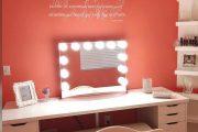 Фото 24 Гримерное зеркало с лампочками: 75 элегантных идей для гардеробной, спальни и ванной
