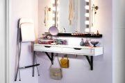 Фото 3 Гримерное зеркало с лампочками: 75 элегантных идей для гардеробной, спальни и ванной