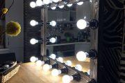 Фото 32 Гримерное зеркало с лампочками: 75 элегантных идей для гардеробной, спальни и ванной