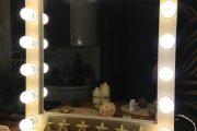 Фото 34 Гримерное зеркало с лампочками: 75 элегантных идей для гардеробной, спальни и ванной