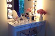 Фото 37 Гримерное зеркало с лампочками: 75 элегантных идей для гардеробной, спальни и ванной
