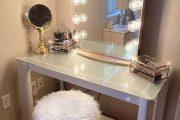 Фото 38 Гримерное зеркало с лампочками: 75 элегантных идей для гардеробной, спальни и ванной