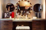 Фото 2 Гримерное зеркало с лампочками: 75 элегантных идей для гардеробной, спальни и ванной