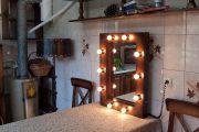 Фото 42 Гримерное зеркало с лампочками: 75 элегантных идей для гардеробной, спальни и ванной
