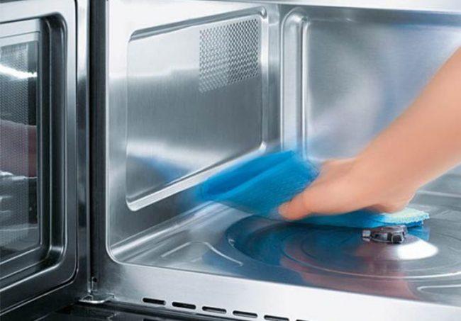 Микроволновка с керамическим покрытием не требует особого подхода при очищении