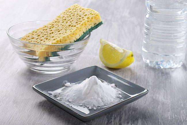 Лимон и лимонная кислота - самый распространенный метод чистки микроволновой печи