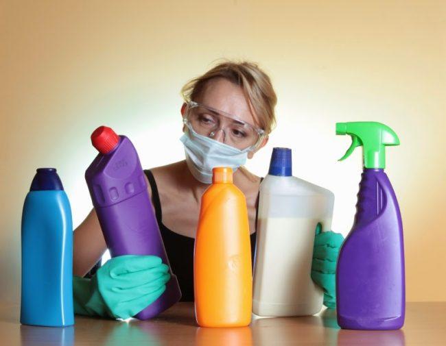 Когда в слив перестает попадать вода образуется неприятный запах, это означает, что пора сделать прочистку канализационных труб
