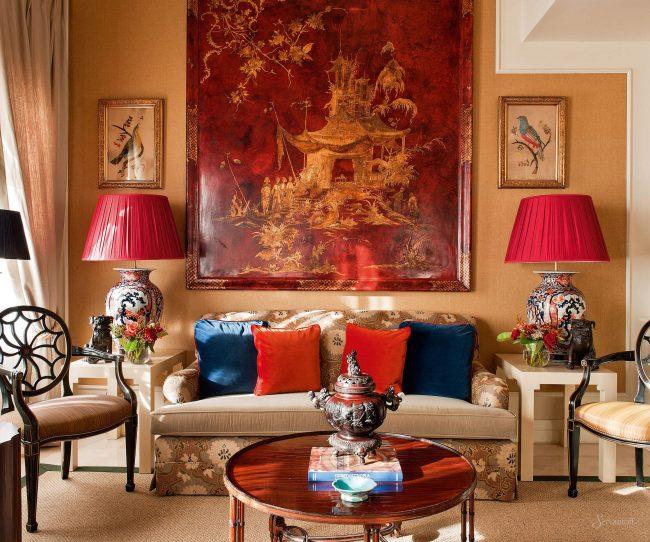 Антиквариат всегда уместен в интерьере колониального стиля - гобелены, вазы, посуда всегда уместны