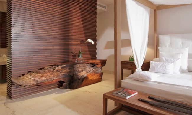 Креативный туалетный столик из дерева для спальни