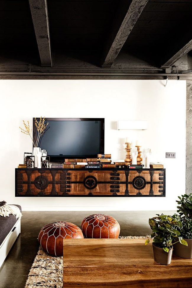 Закрепленная консоль для ТВ со шкафчиками