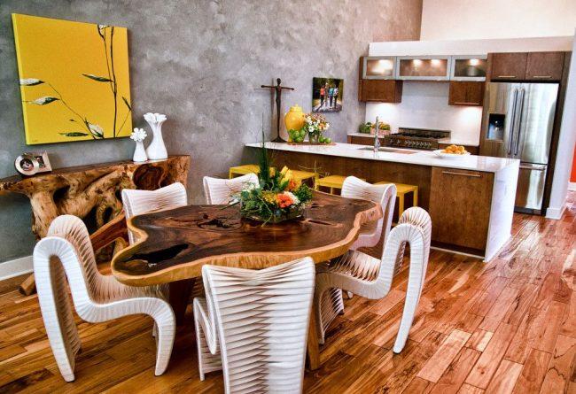 Деревянный консольный столик как элемент декора на кухне