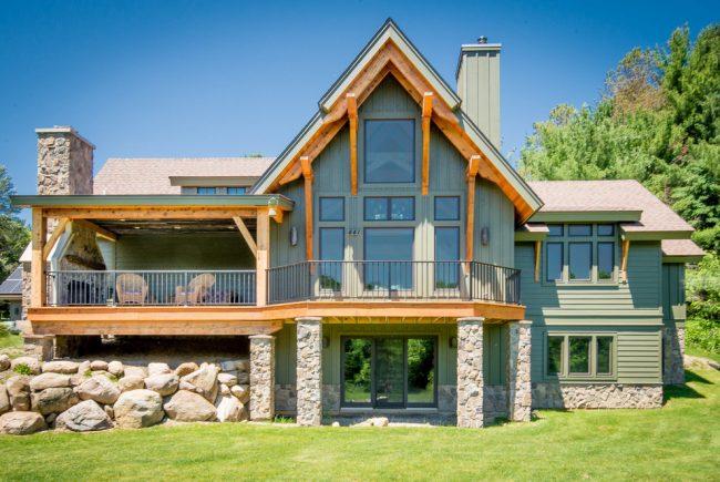 Деревянный двухэтажный дом интересной планировки