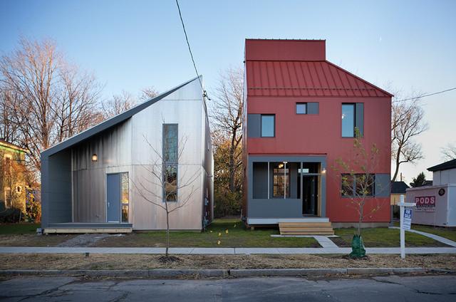 Креативное решение разделения жилого дома и хозяйственной пристройки