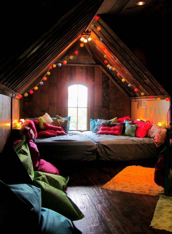 Бескаркасные стулья-мешки украсят спальню на крыше