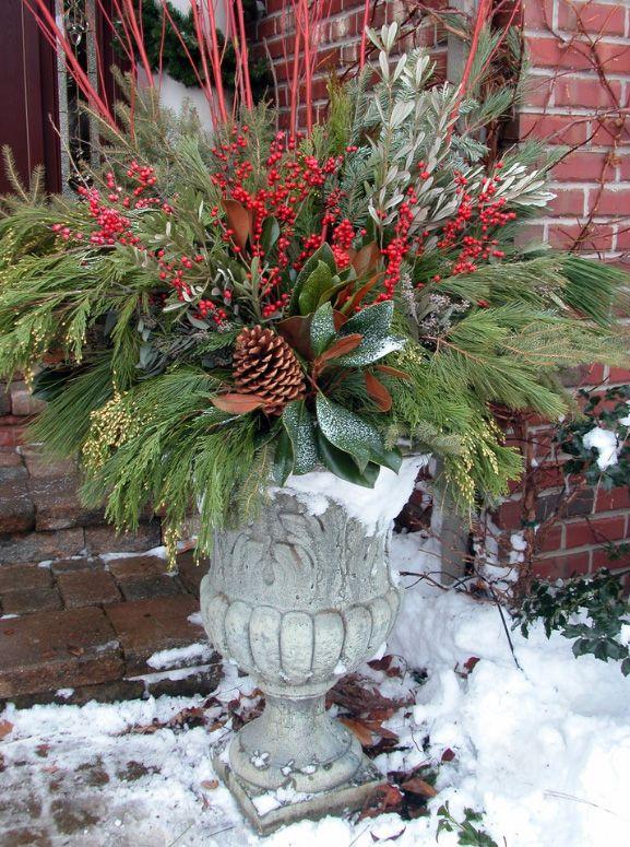 Новогодняя икебана в саду