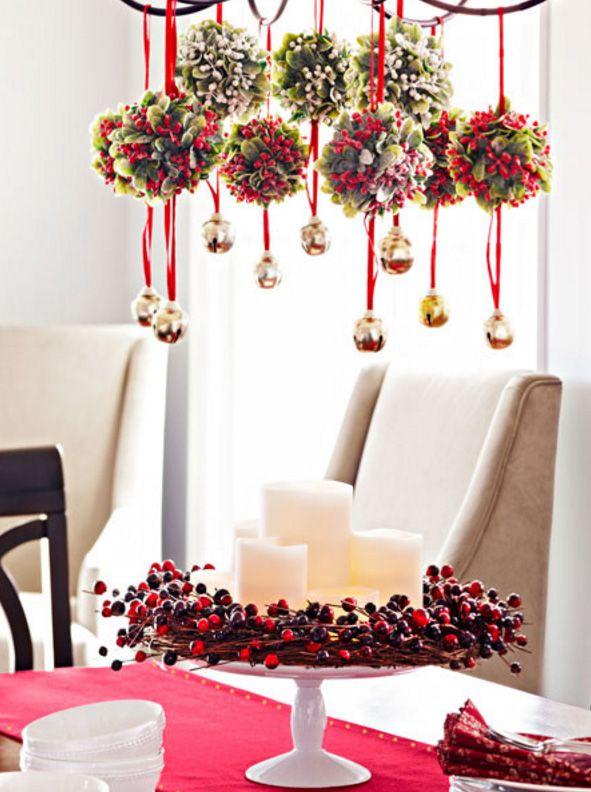 Декоративные шары ручной работы на светильнике разнообразят новогодний декор