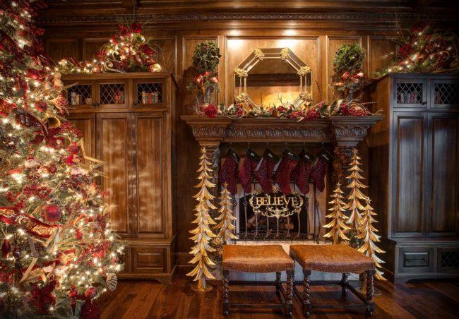 Сияющие элементы в новогоднем декоре - важная часть интерьера