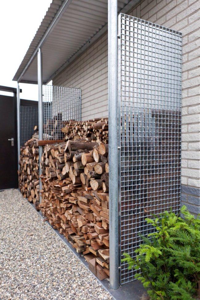 Металлический решетчатый дровяник