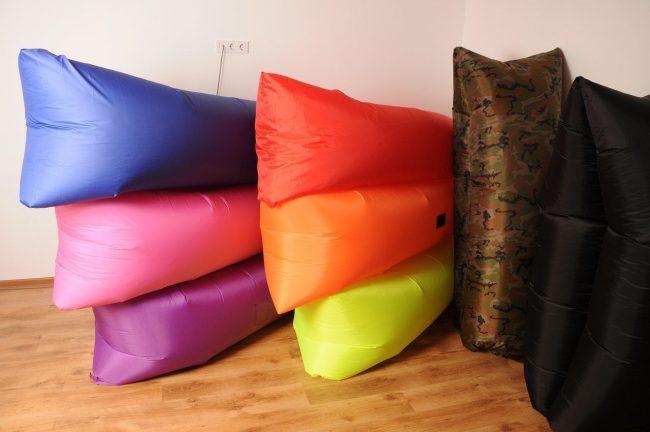 Ассортимент расцветок от создателей надувных диванов