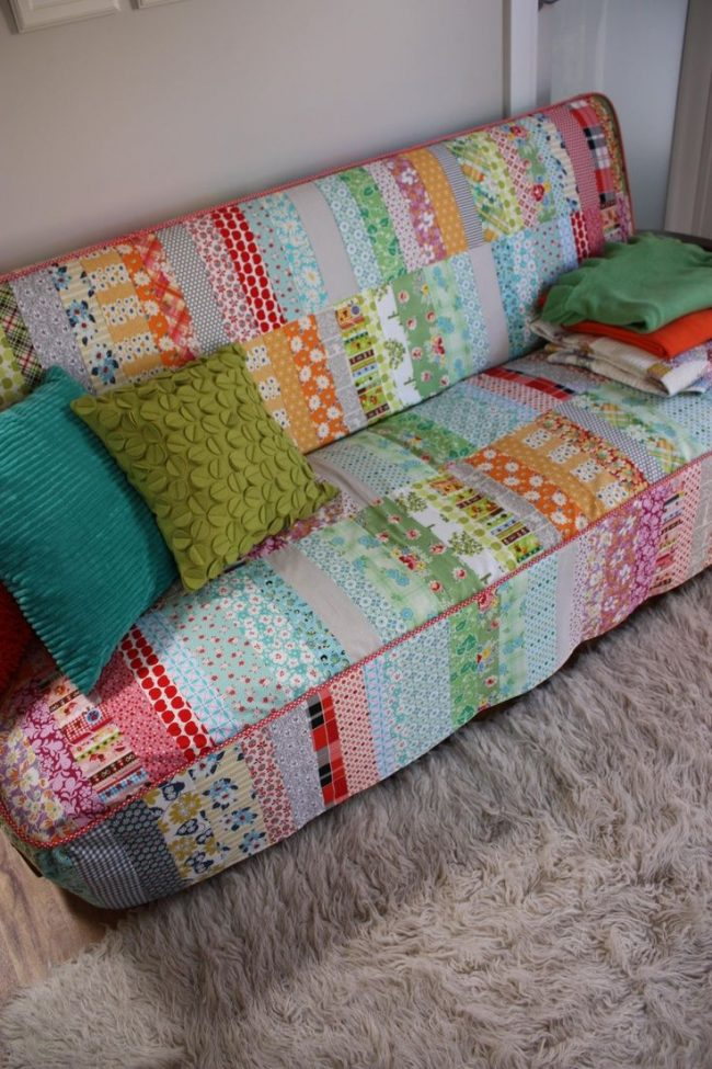 Чехол для дивана из ярких ситцевых лоскутов