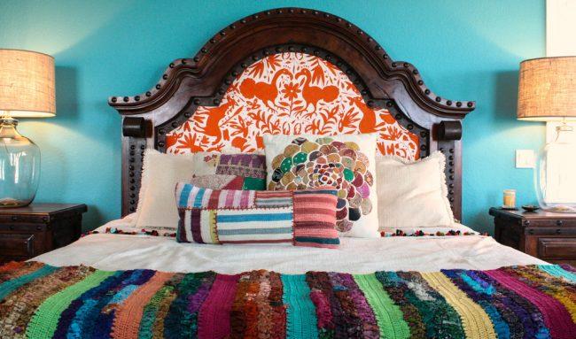 Разные формы и яркие цвета лоскутов в пэчворк добавят экстравагантности интерьеру в стиле эклектика