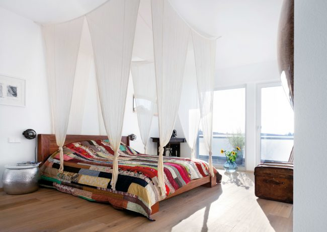 Красивое лоскутное одеяло, сшитое из полос разного размера