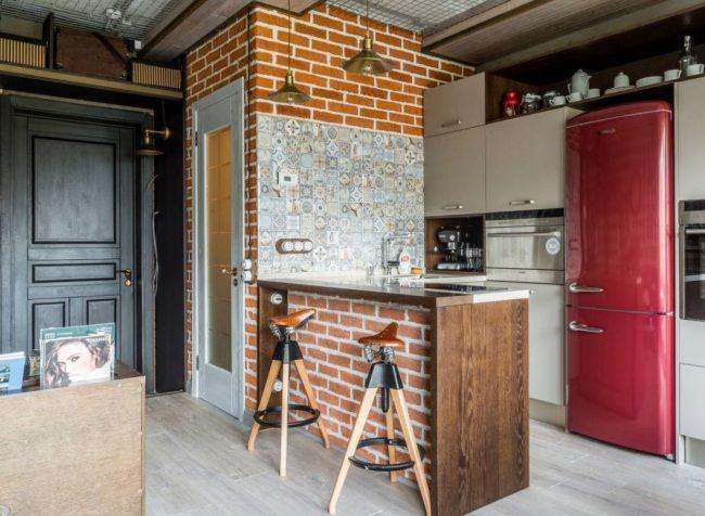 """Кухня в коридоре в квартире в стиле """"Лофт"""""""