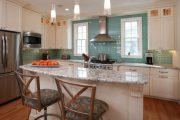 Фото 11 Стеклянная плитка для кухни и ванной: как придать интерьеру легкости и невесомости